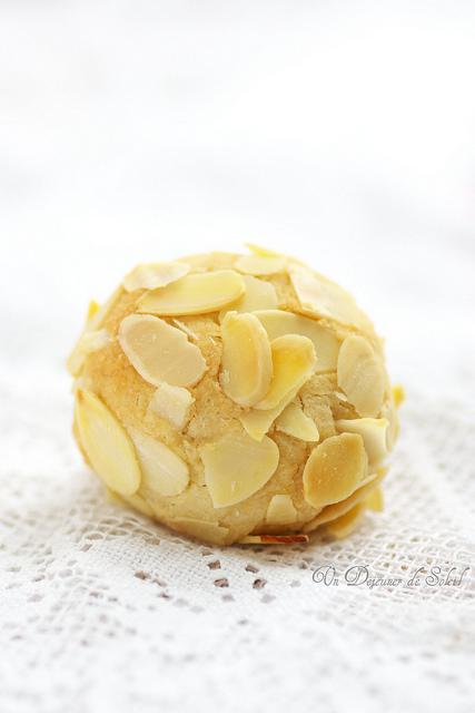 Pastine di mandorle alle amarene – Biscuits moelleux siciliens aux griottes - Un déjeuner de soleil