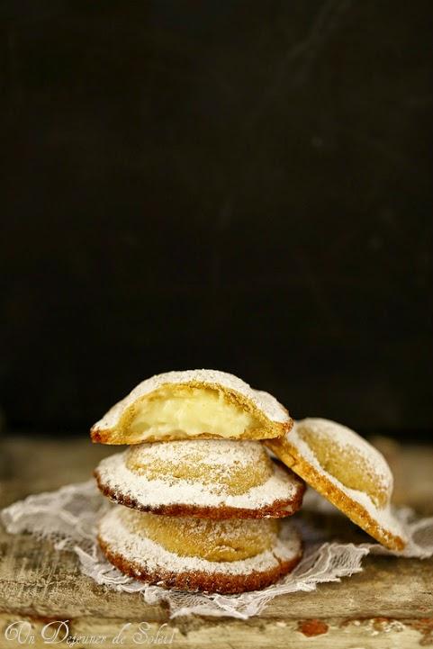 Genovesi chaussons farcis à la crème patissiere typiques de Erice en Sicile