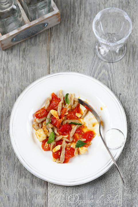 Trofie aux tomates cerise et poisson