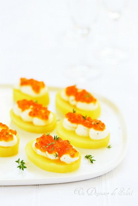 Canapés de pommes de terre, fromage frais saumon