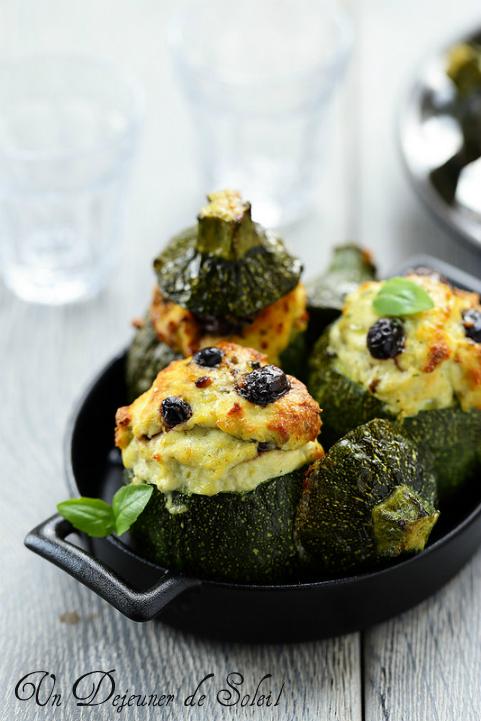 Courgettes farcies au poisson et olives noires - Stuffed zucchini with fish