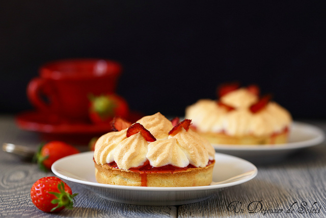 Tarte fraises framboise meringuée - Strawberry meringue pie
