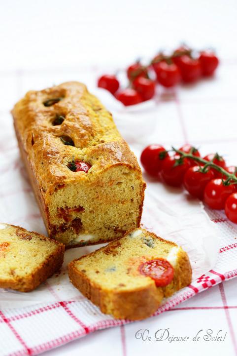 Cake aux deux tomates, léger et moelleux