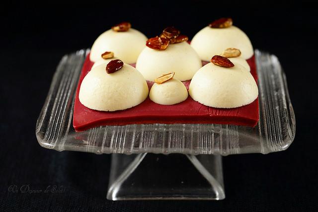 Entremets sablé breton, crémeux griottes et mousse légère aux amandes - Almonds and cherries entremets