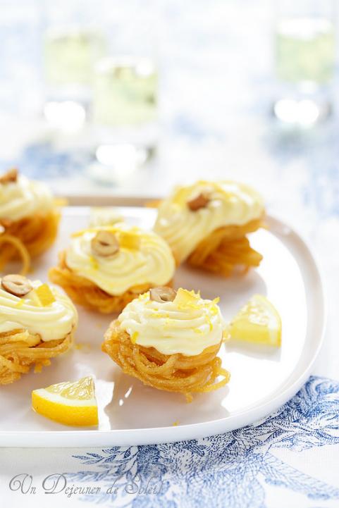 Nids de pâtes croustillantes, crème mousse au citron