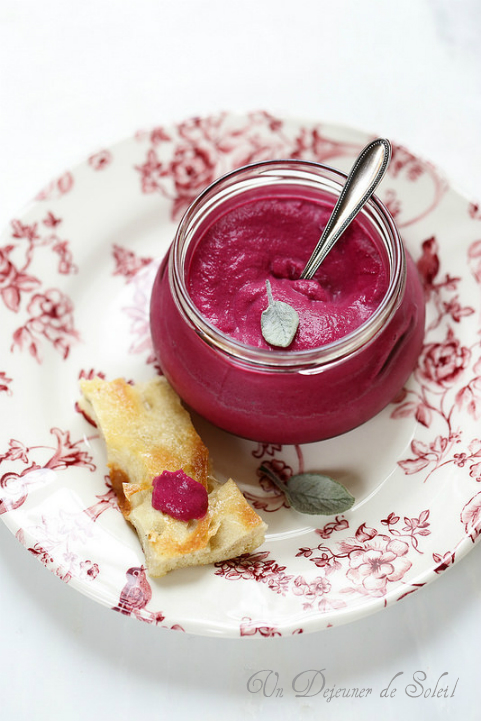Dip crème betterave gorgonzola et vinaigre balsamique pour l'apéro