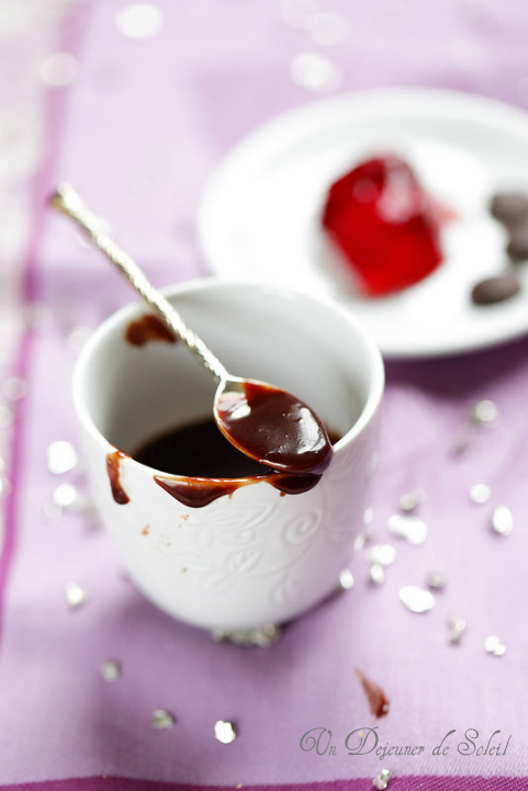 Glaçage express au chocolat pour gâteaux bûches ou entremets avec 2 ingrédients
