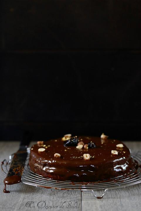 Sachertorte au chocolat gianduia, noisettes et pruneaux