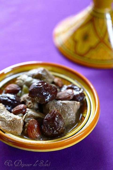 Tajine d'agneau pruneaux et amandes typique du Maroc