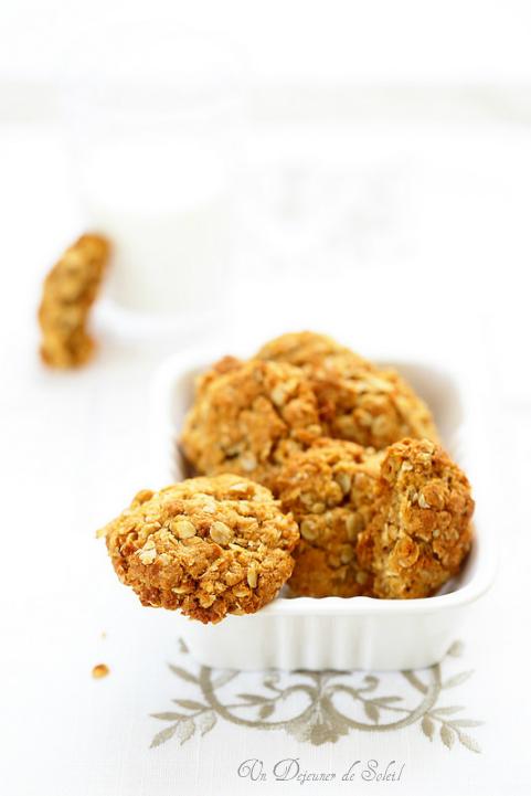 Biscuits croustillants aux flocons d'avoine et miel comme des Anzac Biscuits