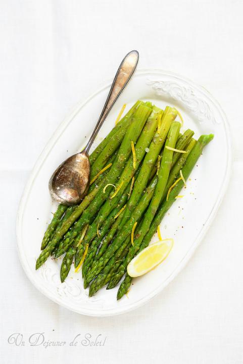 Salade tiède d'asperges au citron et piment d'Espelette