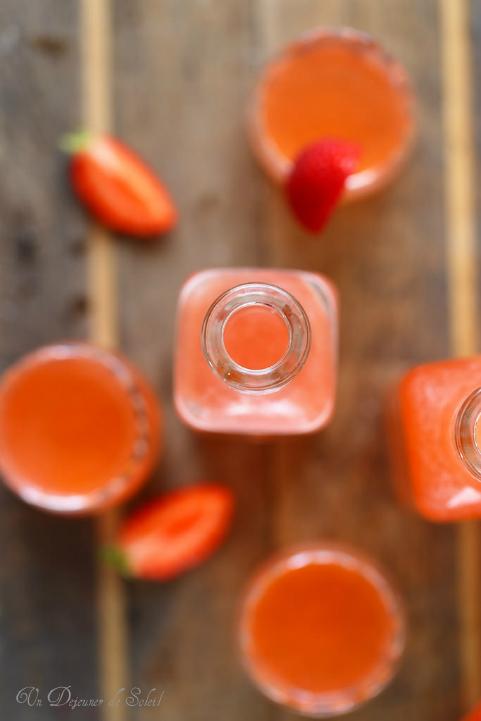 Eau ou jus de fraises, léger et frais. Recette maison