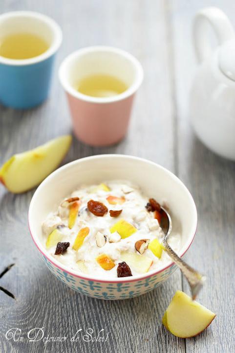 Muesli Bircher pomme et yaourt