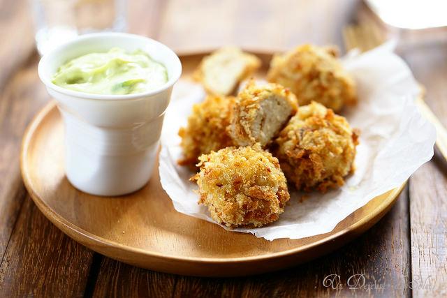 Boulettes de poulet au jambon blanc, sauce avocat yaourt