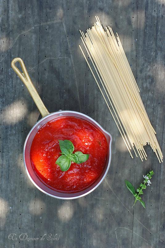 Réussir la sauce tomate italienne : recette de base, astuces et variantes. Sauce tomate basilic