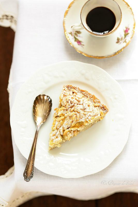 Torta della nonna (tarte italienne à la crème pâtissière et aux pignons)