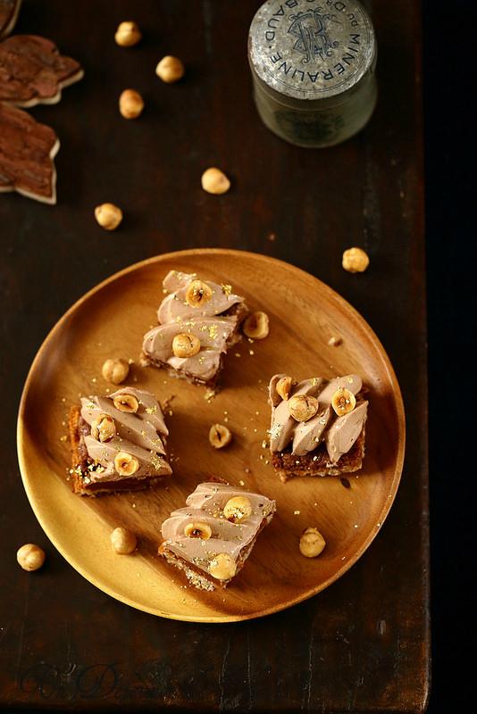 Entremets dacquoise noisettes, praliné croustillant et ganache au chocolat au lait