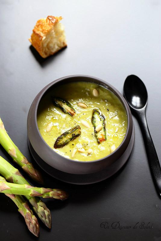 Soupe d'asperges au parmesan