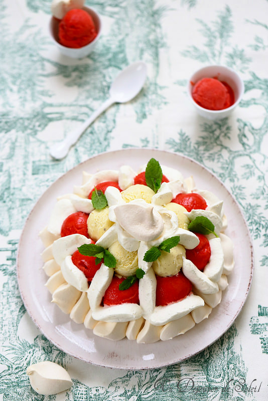 Vacherin fraise vanille et fleur d'oranger