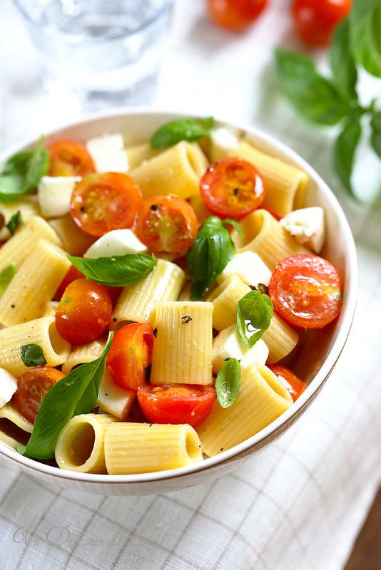 Salade de pâtes tomates mozzarella (alla checca)