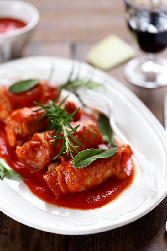 Recettes avec le jambon de Parme (involtini de viande jambon fromage et sauce tomate)