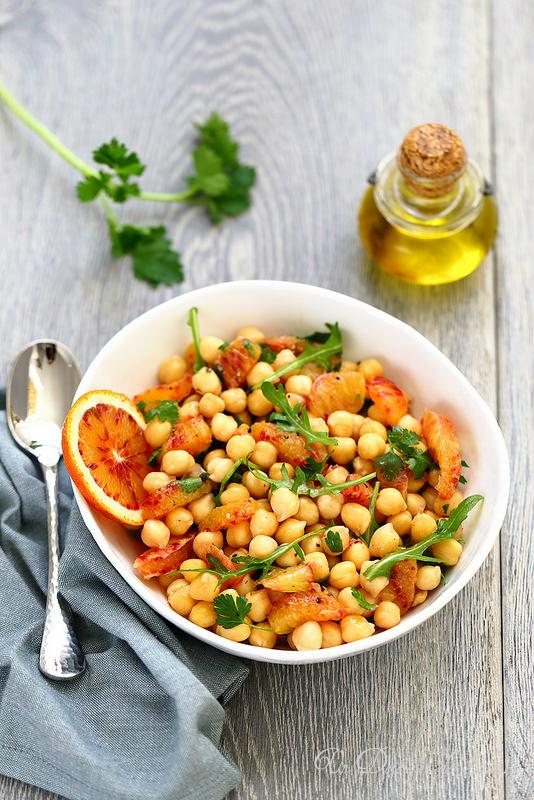 Vingt cinq recettes d'accompagnements pour les fêtes (salade pois chiches orange)