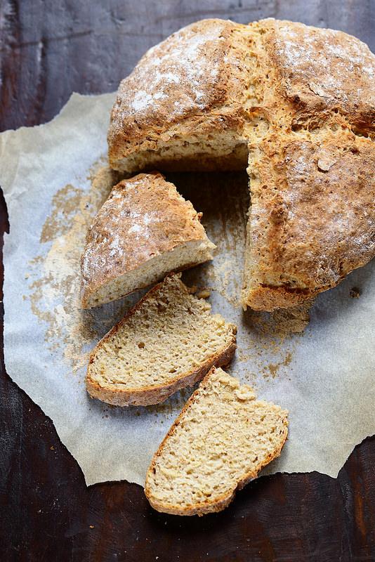Que faire avec du lait fermenté (lait ribot, buttermilk) ? Dix-sept recettes et des idées. Soda bread