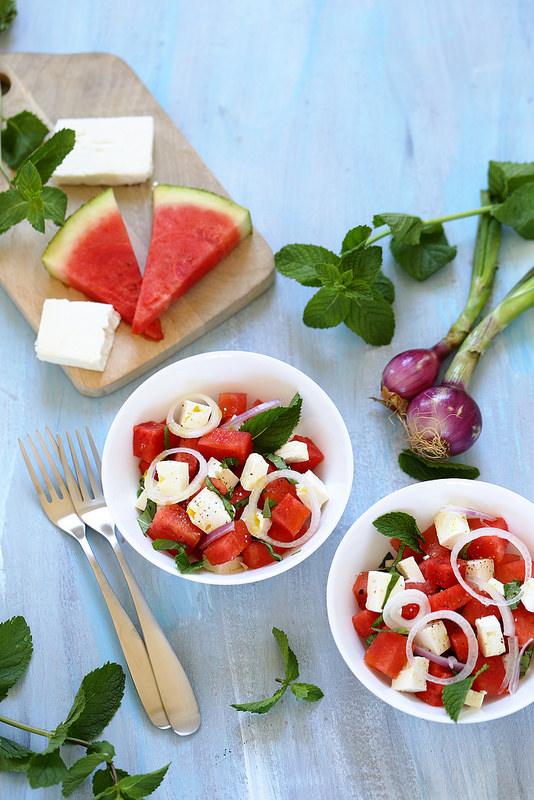 Salade de pastèque, feta et oignon rouge