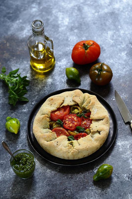 Tarte rustique aux tomates et pesto