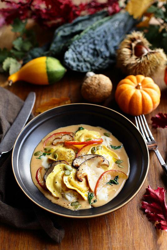 Ravioli de potiron, sauce au gorgonzola et cèpes sautés