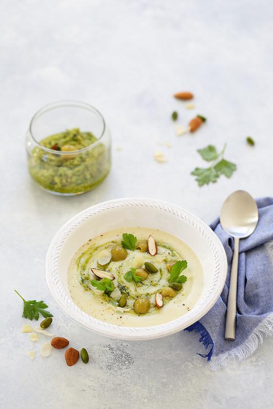 Soupe chou-fleur pesto olives vertes