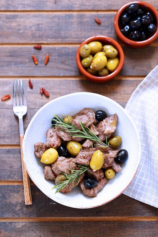 Agneau sauté aux olives à l'italienne. Une recette rapide et facile