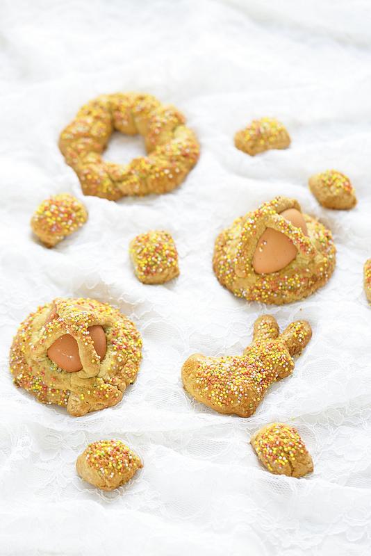 Biscuits italiens de Pâques typiques de Sicile, Calabre et des Pouilles : pupi cu l'ova, cuddura, scarcelle...
