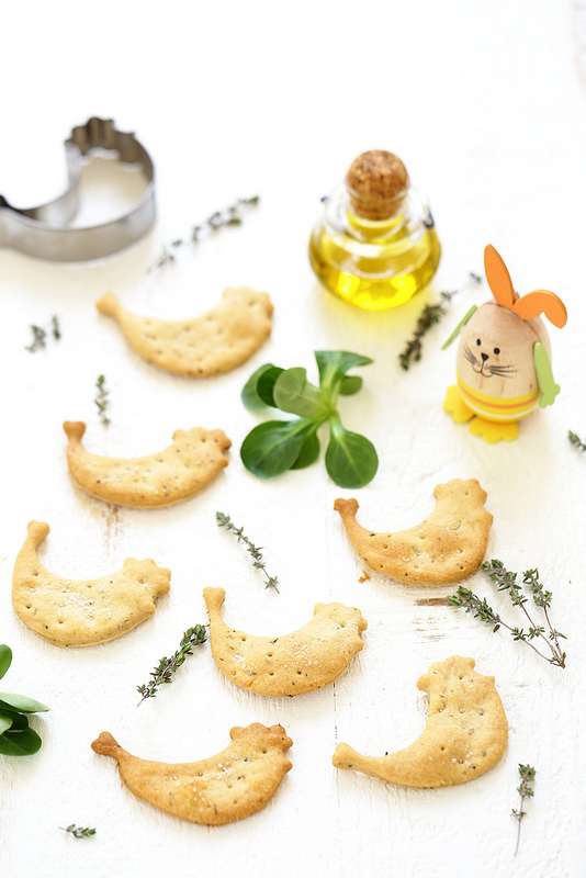 Crackers à l'huile d'olive et aux herbes. Plein de bonnes choses, faciles et rapides.