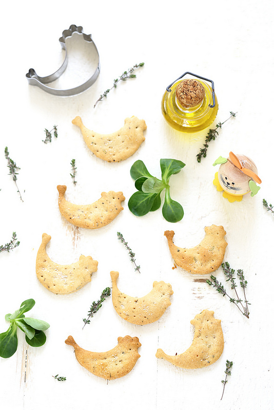 Crackers à l'huile d'olive et aux herbes. Rapides, faciles et parfaits pour l'apéritif