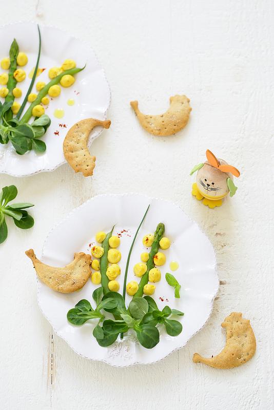 Fleurs de mimosa en trompe-l'oeil assiette jolie ludique asperges creme aux oeufs