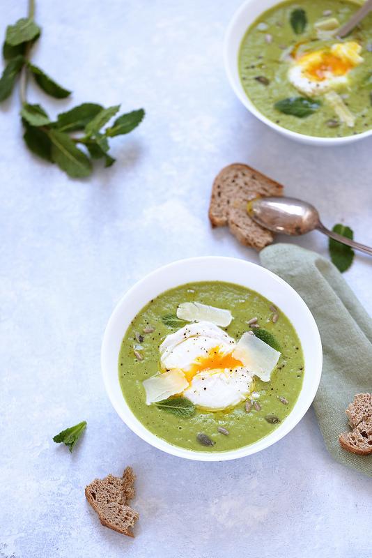 Velouté de petits pois et oeuf poché, une recette facile légère parfaite pour Pâques ou le printemps