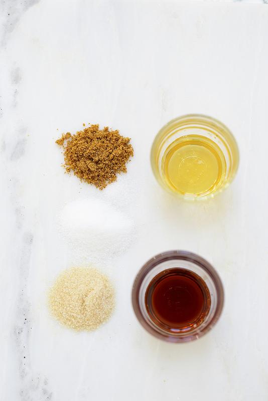 Tout savoir sur les sucres et les sirops, comment les utiliser : types, composition, saccharose, glucose, fructose, sucre blanc, de canne, sirop d'érable...