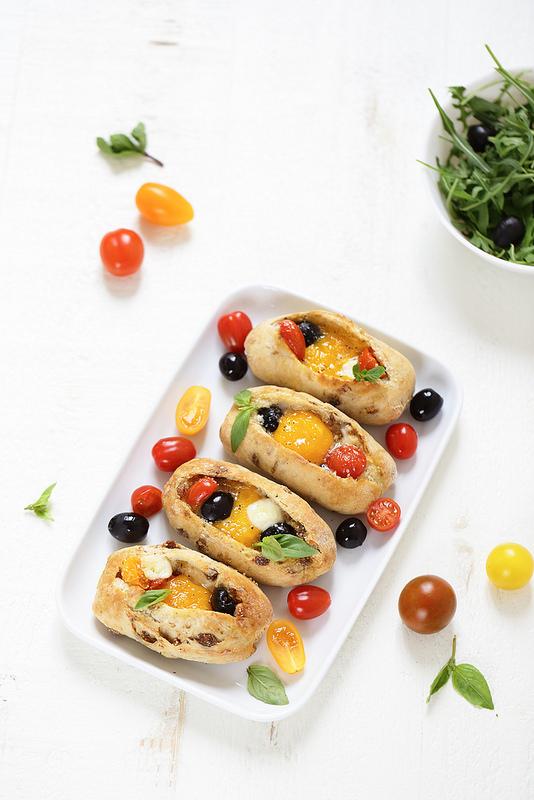Egg boats (oeufs cocotte dans le pain) à l'italienne. Facile, rapide et ludique