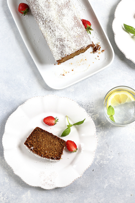 Cake moelleux tres coco : poudre, huile, farine Facile, delicieux et sans laitages