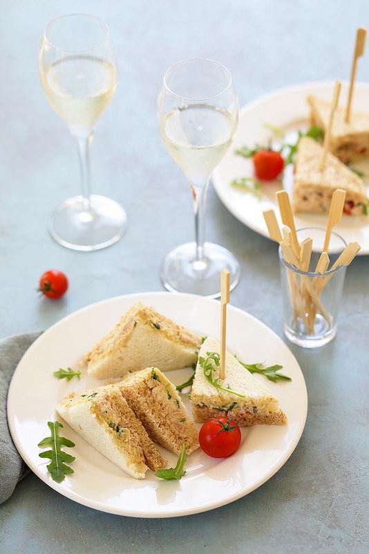 Tramezzini au thon et aux artichauts comme en Italie Venise. Un aperitivo antipasti facile savoureux et raffine