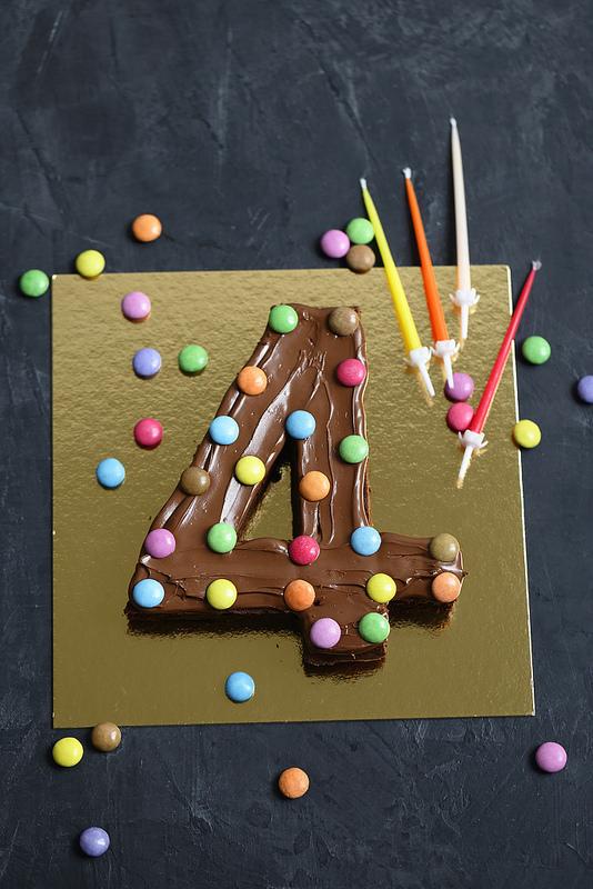 Gateau chocolat anniversaire en forme de chiffre tres facile et rapide