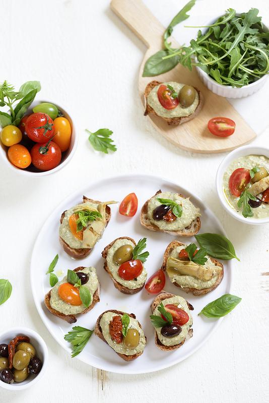 Crostinis thon, olives et ricotta