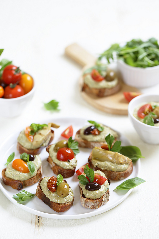 Crostinis thon olives antipasti