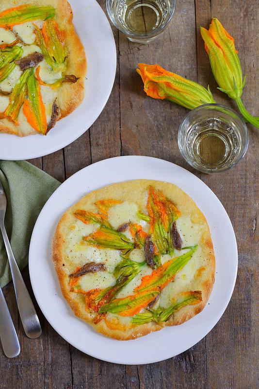 Pizza fleurs de courgettes mozzarella