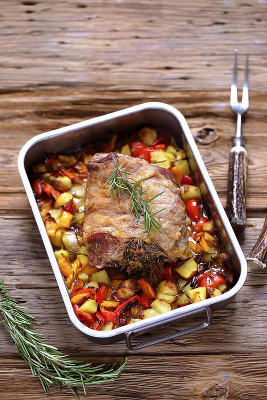 Rôti agneau facile aux poivrons et pommes de terre Italie