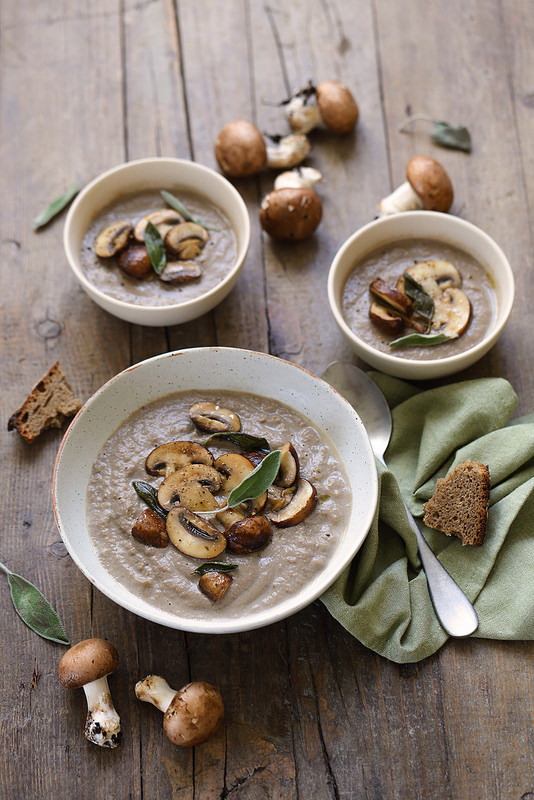 Soupe de champignons (facile et végétalienne)