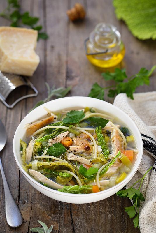 Minestrone légumes vert et poulet recette italienne facile