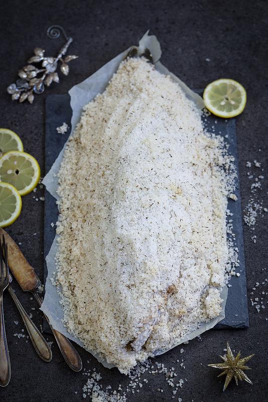 Bar ou loup de mer cuit en croûte de sel recette