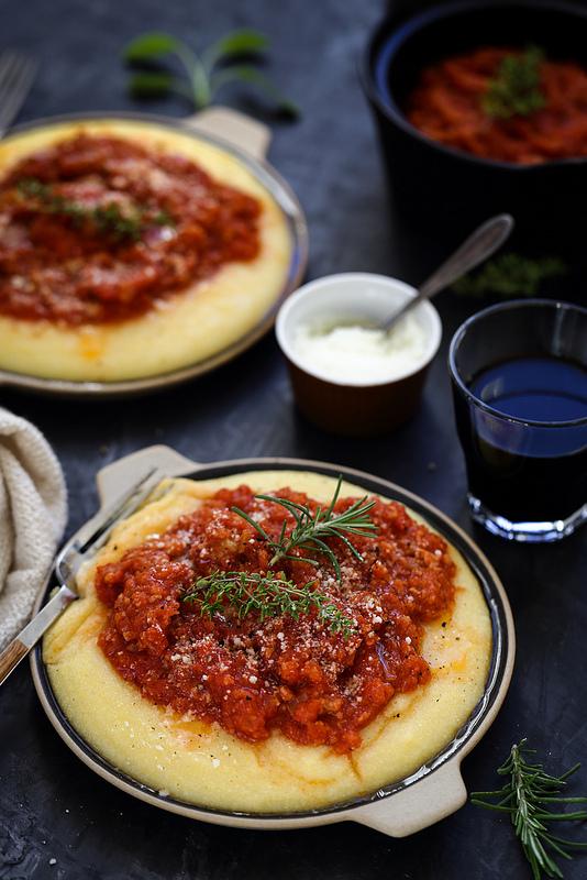 Polenta sauce saucisses recette facile bon marché